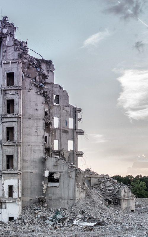 un bâtiment en cours de démolition