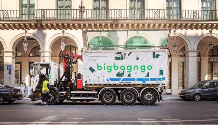 un camion big bag n go dans les rues de paris